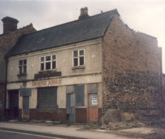 Miners Arms, Owen St., Tipton.  1986